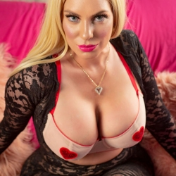 Hannah-Parker-Valentines-Day-2020-10s